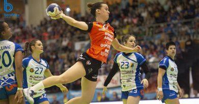 Silvia Arderius durante un partido de balonmano